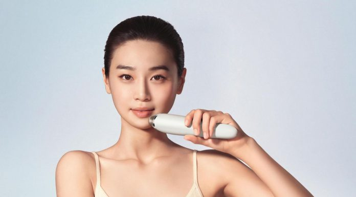 Get Firmer Skin Right At Home With The Philips VisaCare Microdermabrasion SC6240/01-Pamper.my