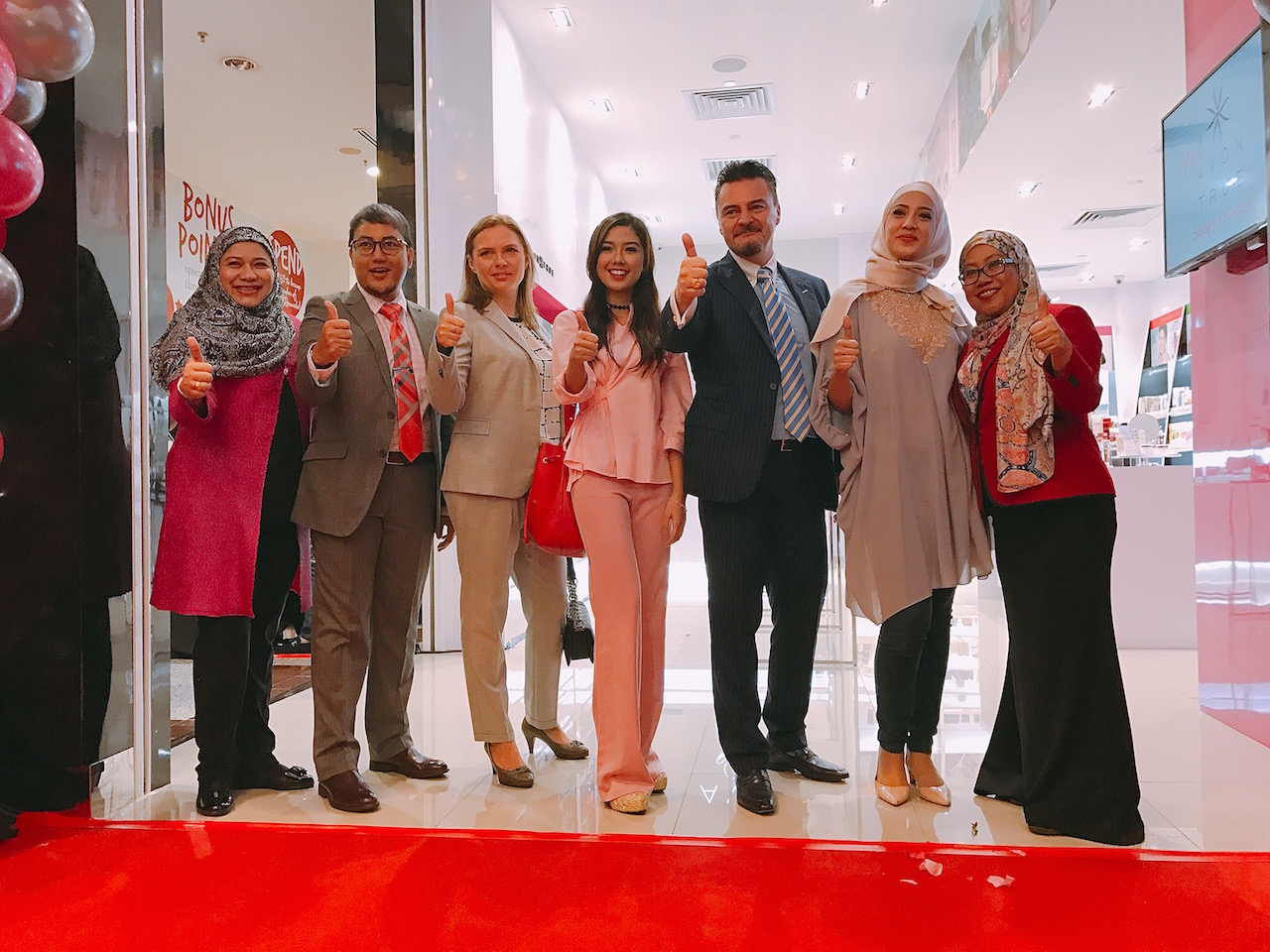 AVON Set Up 1st Flagship Beauty Store at Berjaya Times Square Shopping Mall In Conjunction With Its 40th Anniversary | Pamper.My