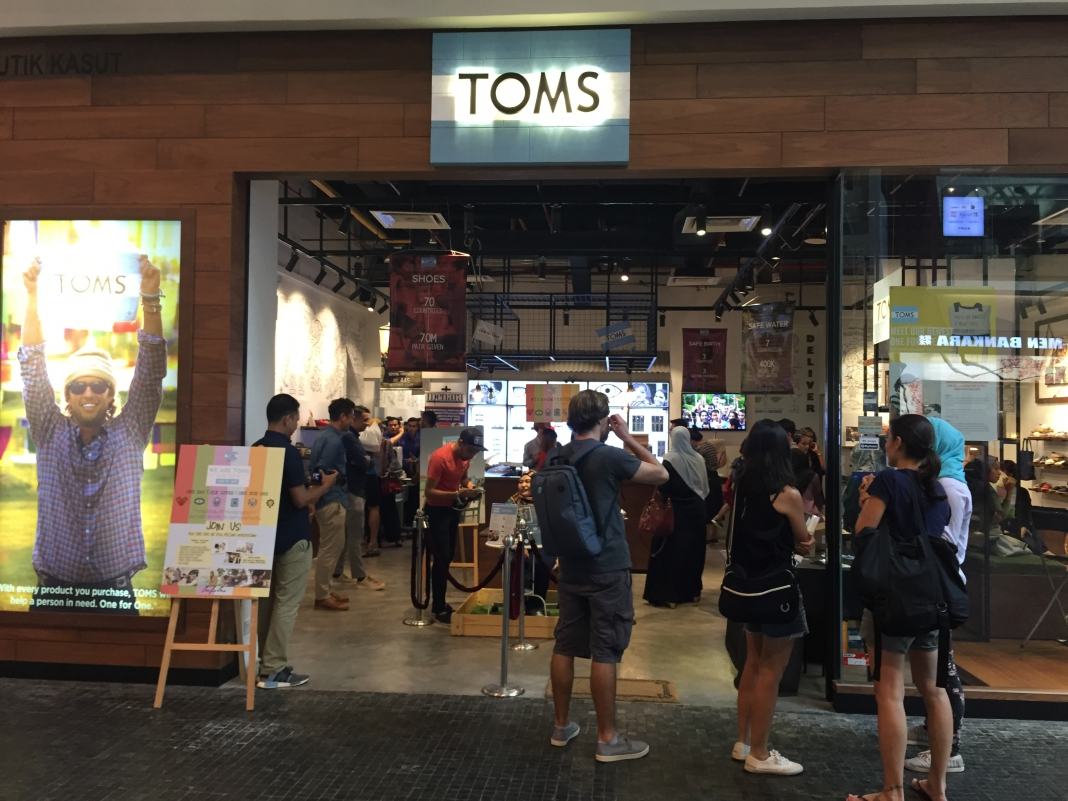 f768f3abb33 Scenes  TOMS Malaysia Celebrates Their Very First ONE DAY Event ...