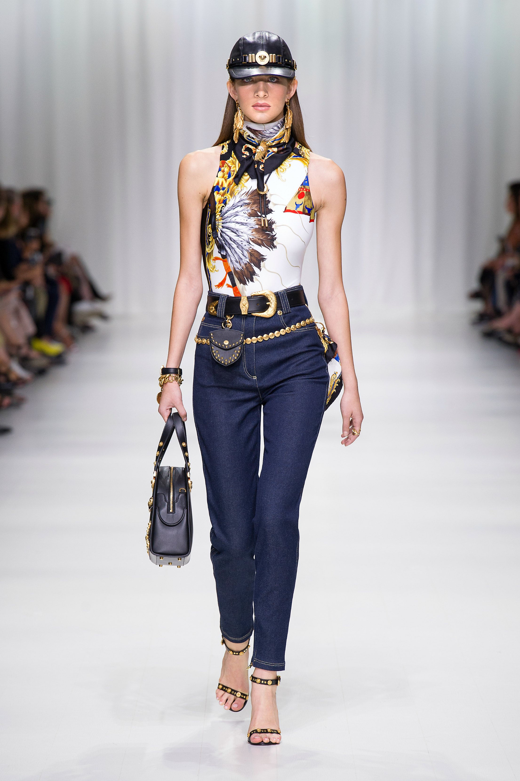 Versace Spring 2018 Show Paid Tribute To Gianni Versace ...