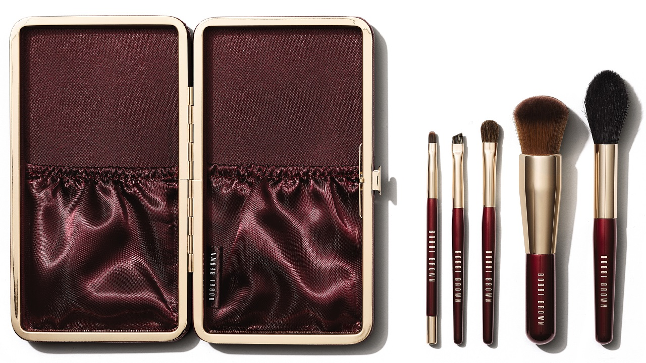This set features a selection of luxe brushes with full-sized heads and travel-sized handles in a beautiful burgundy case. It includes a Full Coverage Face ...