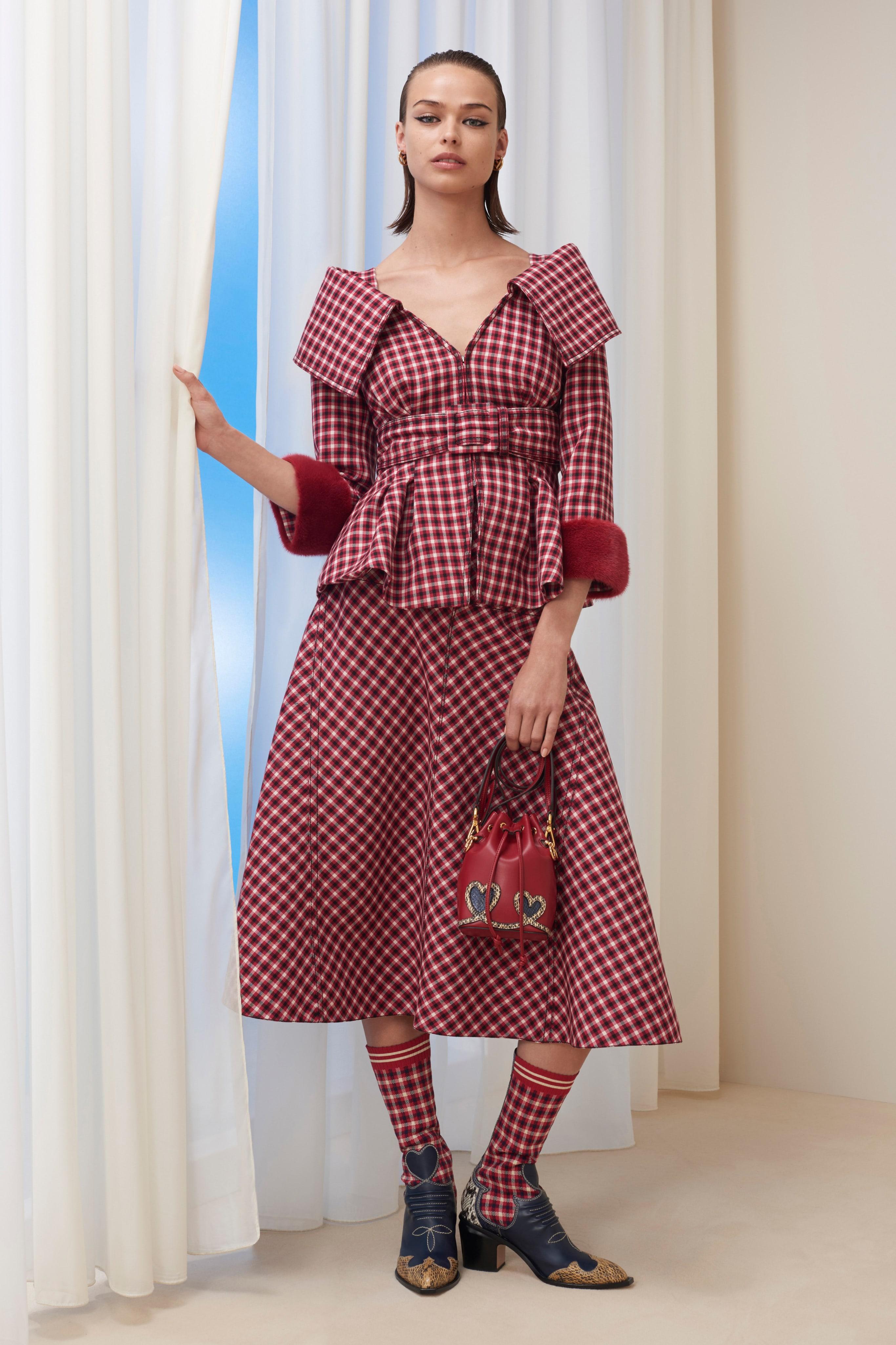 3782d6b6de18 First Look  FENDI Pre-Fall 2018 Collection